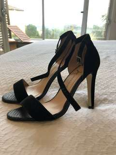 Atmosphere strap elegant black heels pumps size 37 or Au 6