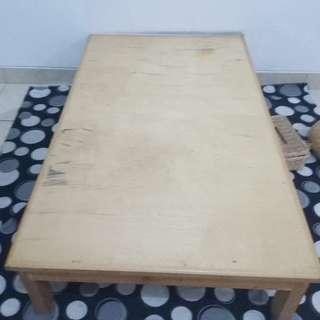 Meja Lesehan (ada 6 buah)