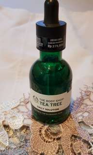 Body shop tea tree daily solution (blemished solution)