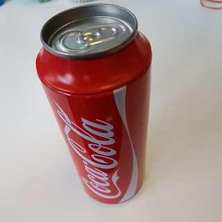 Coca Cola commerative can + token + pouch