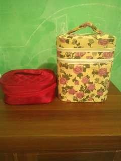 Box make up free pouch revlon