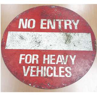 Vintage 80s/90s Metal Sign: No Entry For Heavy Vehicles Diameter approx. 60cm rusted with scuff marks