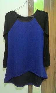 Atasan warna biru kombinasi hitam