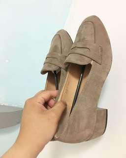 🚚 全新轉賣-D+AF shoes 麂皮 學院風中跟樂福鞋 復古