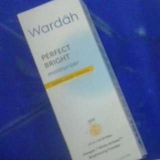 Wardah perfect Bright moisturizer / pemutih wajah