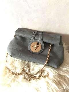 🈹🈹New grey turn lock bag 灰色金扣斜孭袋