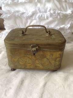 Dutch colonial trinket box (brass)