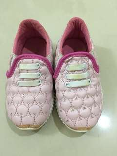 Sepatu girl