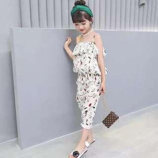 現貨-2018夏季新款女童雪紡ㄧ字吊帶上衣+七分褲 2件套裝