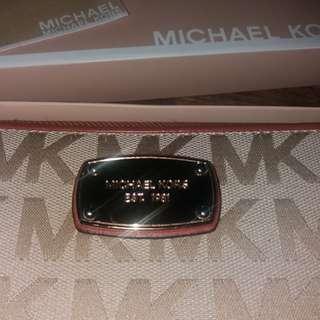 💯like new original michael kors mk long travel wristlet wallet