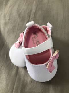 Pink bow doll shoes