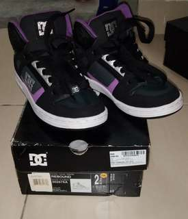 DC shoes color black purple