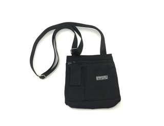 Bag ::: 簡約個性必需入手款百搭輕巧側背包