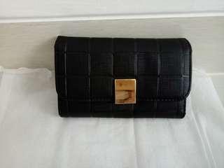 Dompet hitam