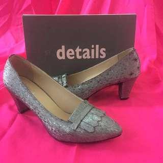 High heels sepatu