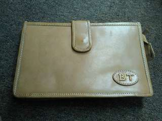 Marvie product leather ( cocok untuk map nota size besar seperti tas tangan )
