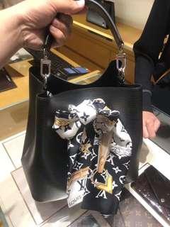 (威尼斯連線)LV 黑色桶包 NT $63000
