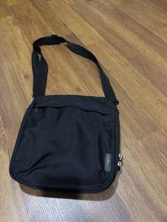 Samsonite Traveling sling bag black
