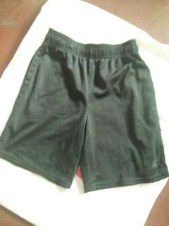 Basketball short fits 6 to 7 y.o