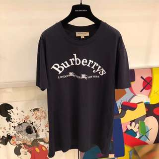 Burberry tee in blk or white