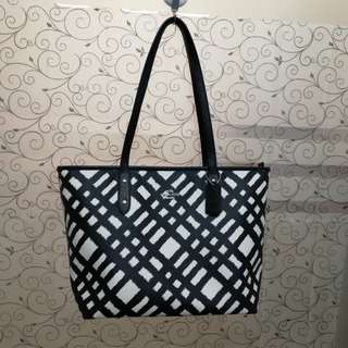Authentic Readystock Coach Zip Tote New with tag