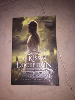 The Kiss of Deception (ENGLISH)