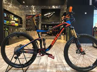Giant adv.1 Carbon full suspension MTB 27.5