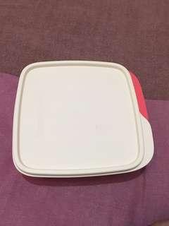 Box makan Tupperware