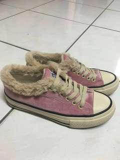 🚚 毛毛 粉色短靴 帆布鞋23號