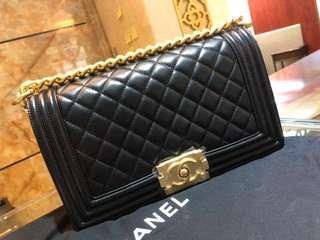 正品  全新  Chanel Le Boy M size 黑色金扣