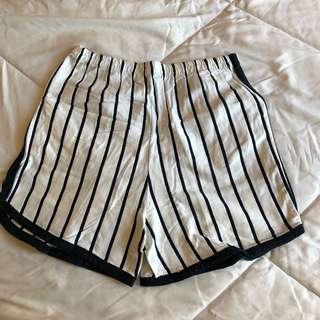 Celana pendek summer size Small