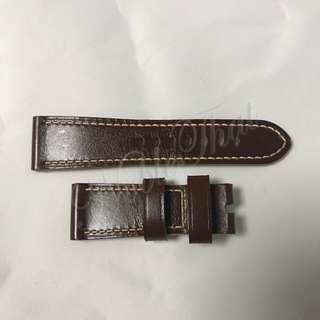Panerai 原廠皮錶帶,深啡色, 全新未使用過 。