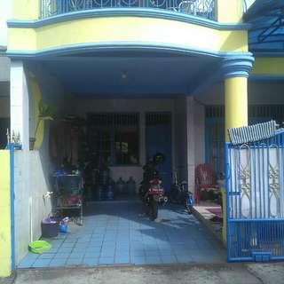 Rumah asri nyaman jakarta timur