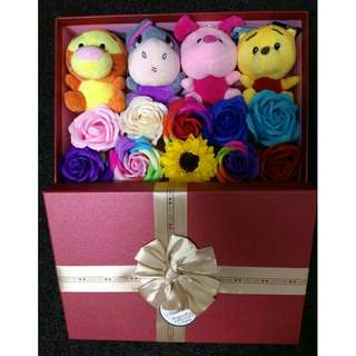 *FREE DELIVERY to WM only / Ready stock* Soft toy 12-13cm with soap flower 6-7cm in gift box each as shown in design/color. Free delivery is applied for this item.