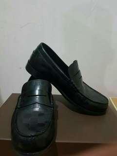 Sepatu hitam pria (Louis vuitton asli 100%)