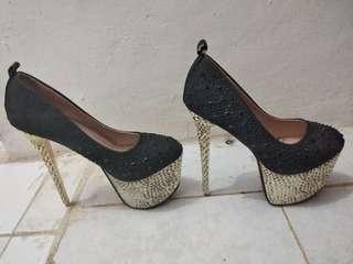 Sepatu hils wanita
