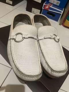 Sepatu Loafers Putih