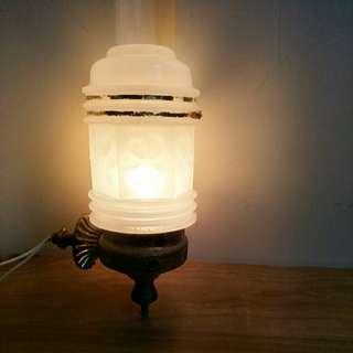 🚚 【LoveloVe】台灣早期金屬座牛奶玻璃小壁燈.小夜燈