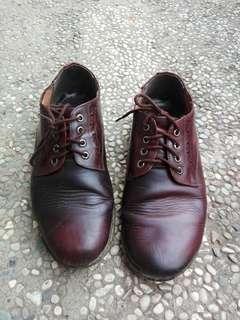 Sepatu Kulit Asli, Look Docmart