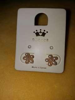 韓國耳環 每對各$30