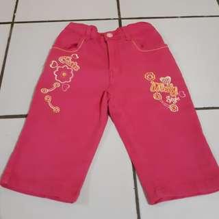Celana anak perempuan