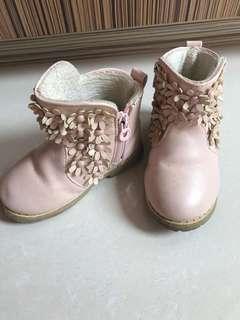 Sepatu Boots cantik