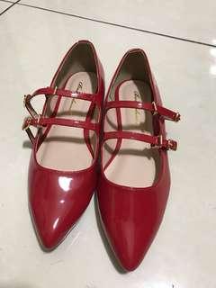 🚚 漆皮紅色尖頭平底鞋