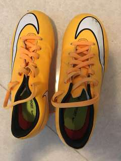 Free soccer shoes size eur 31