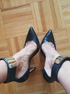 Marciano stilleto pump