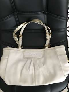 [Original] PRELOVED Coach White Leather Pleated East / West Gallery Tote Style Handbag Purse