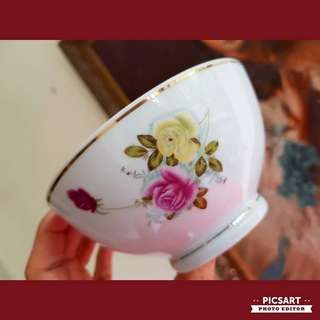 1960s Vintage Porcelain Bowls with Yellow and Pink Roses. Large Rice Bowl, just one size larger than normal. 12.75cm dia. Good Condition, Unused. 5pcs for $15 Clearance offer, sms 96337309.