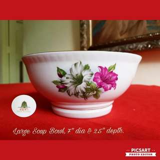 1960s Vintage Porcelain Red & Green Colour Bungah Kangkong Bowls. Large Shoup  Bowl, 7 inch dia. Good Condition, unused. $5 Clearance offer, sms 96337309.