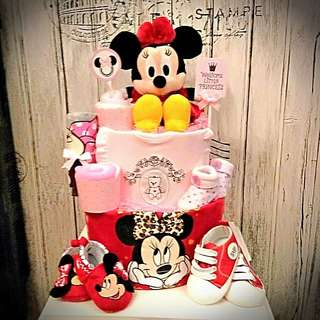Minnie Mouse large diapers cake