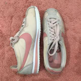 Nike cortez nude pink